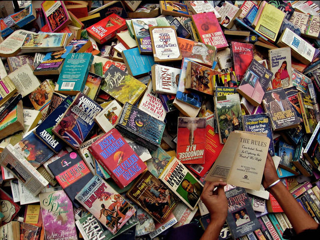 Mar 29, · Mr. Chittranshi said one of the first signs of the trend was the mushrooming in India of Web sites devoted to textbook sales, even though few Indian students buy books online.
