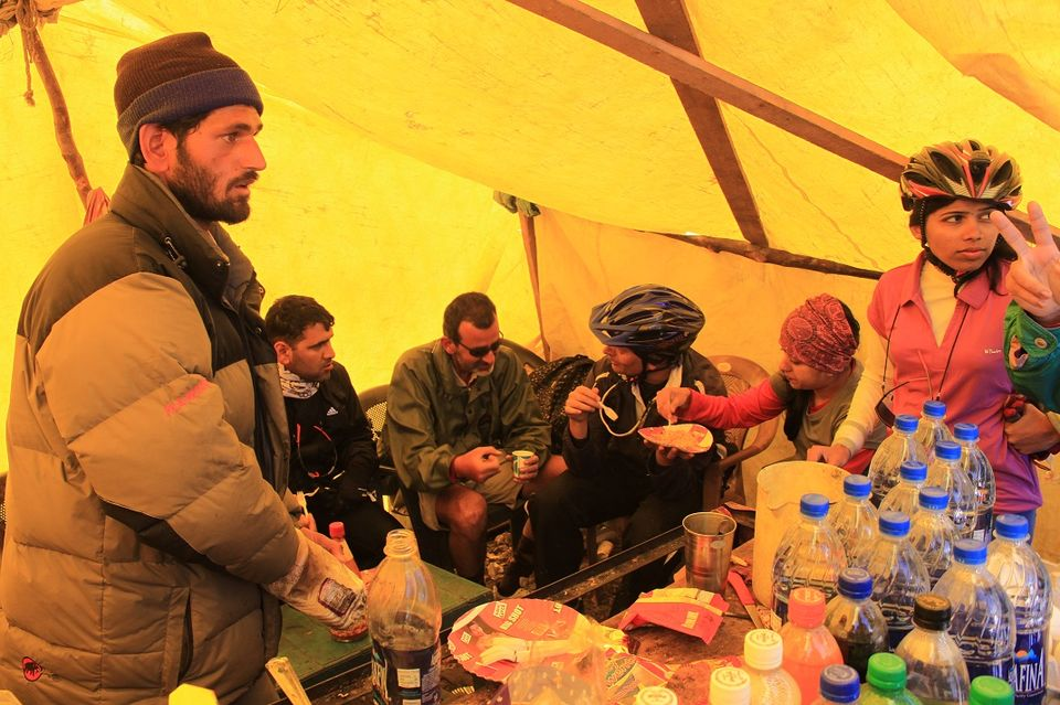 A typical stall at Rohtang pass top