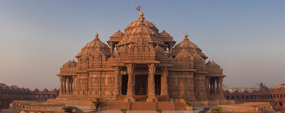 Photos of Akshar Dham - (Things you should know about Akshardham) 4/7 by Mayank Pandeyz (with floating shoes)