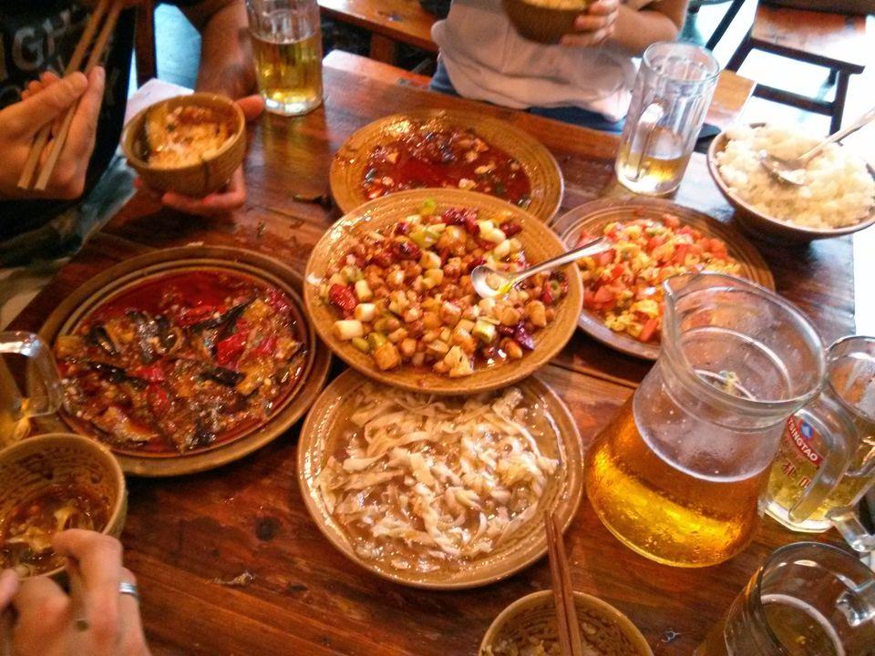 Street-side Dining in Chengdu