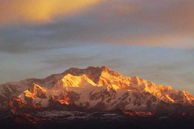 Landrover and Kanchenjunga