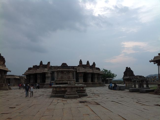 Photos of Hampi - City of Glory 15/16 by Prakash Nadikoti