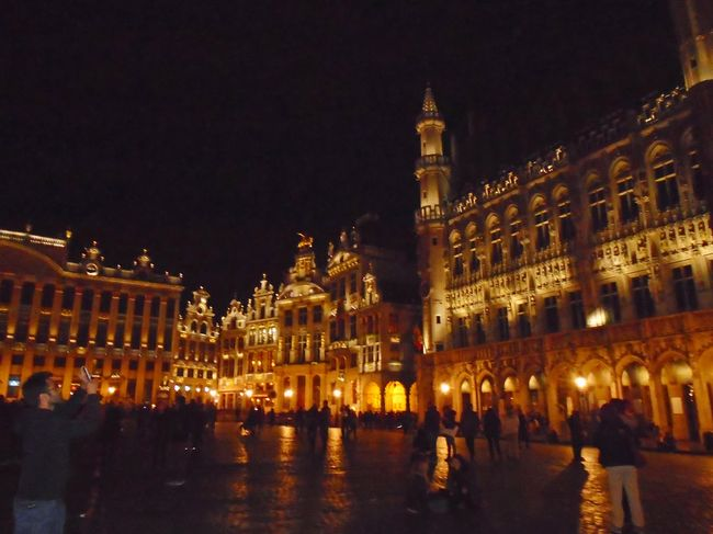 Does the Grand Place in Brussels (Belgium) live up to its name? (In pictures)