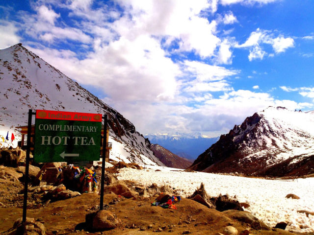 Chai, Maggi & Mountains: 7 Tea-Stalls in India That Will Warm Your Soul