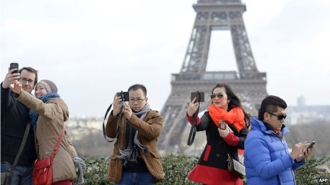 Of Faces & Places: How the 'travel-selfie epidemic' has changed the way we travel.