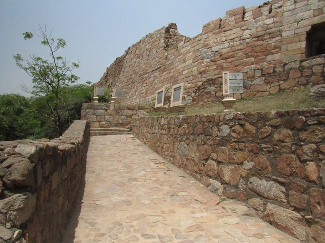 Charismatic Delhi – Tughlaqabad Fort!