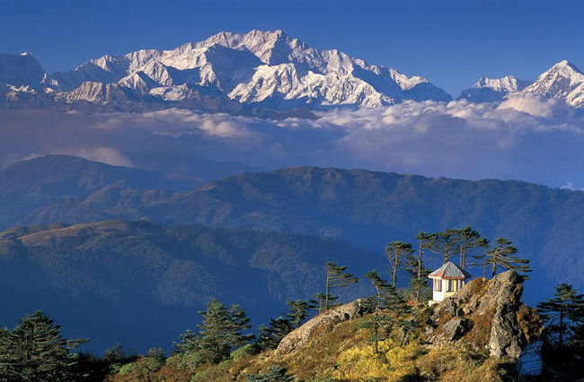 Write a Story on Tripoto and Win a Trek to West Bengal's Highest Mountain Peak – Sandakphu!