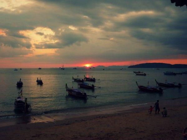 travel thailand month