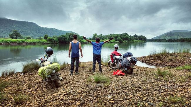 Two Insane Travelers all set to cover the Indian Coastline on two wheels from Gujarat to Orissa!