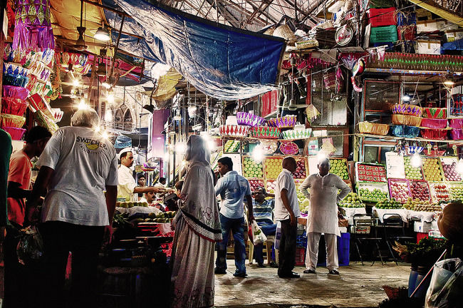 15 Wholesale Markets in Mumbai: Where to shop for clothes, electronics, cosmetics and more - Tripoto