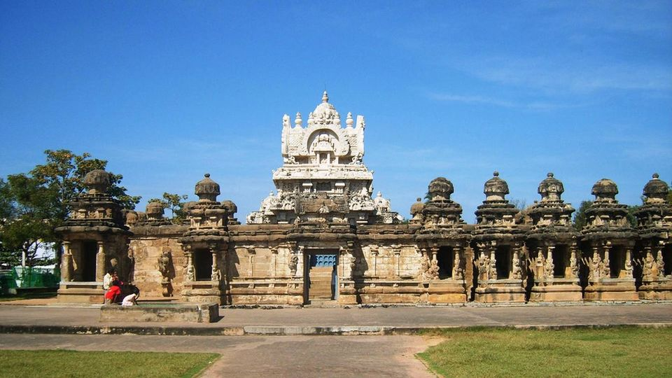 about tamil nadu of india Tamil nadu is the fourth largest state of india located in the southernmost part of the country, tamil nadu is surrounded by andhra pradesh from the north, karnataka and kerala from the west, indian ocean from the south, and bay of bengal from the east.