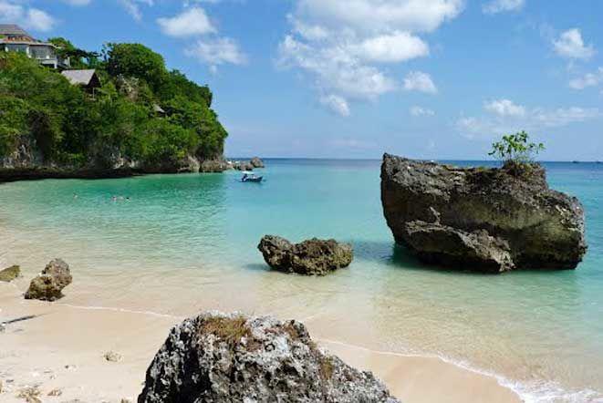 Foto Pantai Padang Padang, Pecatu, Kabupaten Badung, Bali, Indonesia oleh Arland