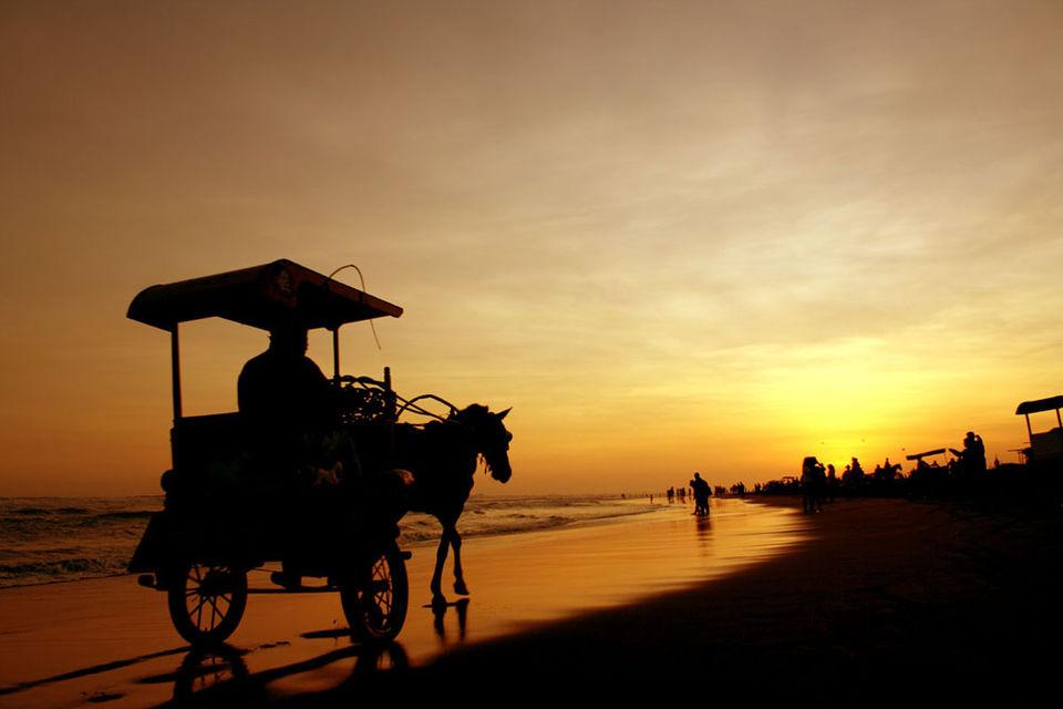 Foto Pantai Parangtritis, Parangtritis, Kabupaten Bantul, Daerah Istimewa Yogyakarta, Indonesia oleh Arland