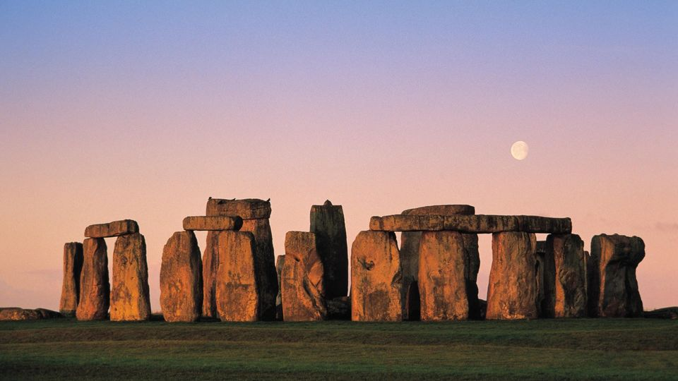 A Journey behind mysterious Stonehenge - To see Alien's footprints