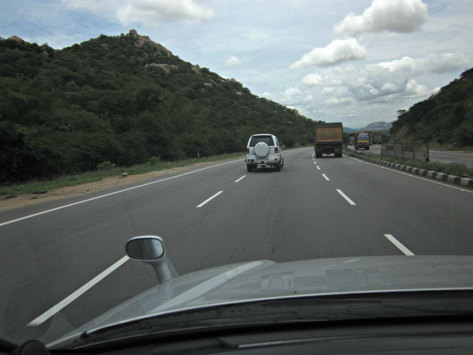 Photos of 1. The wheels of the CR-V began rolling along NH7. 1/20 by Santosh Rajkumar