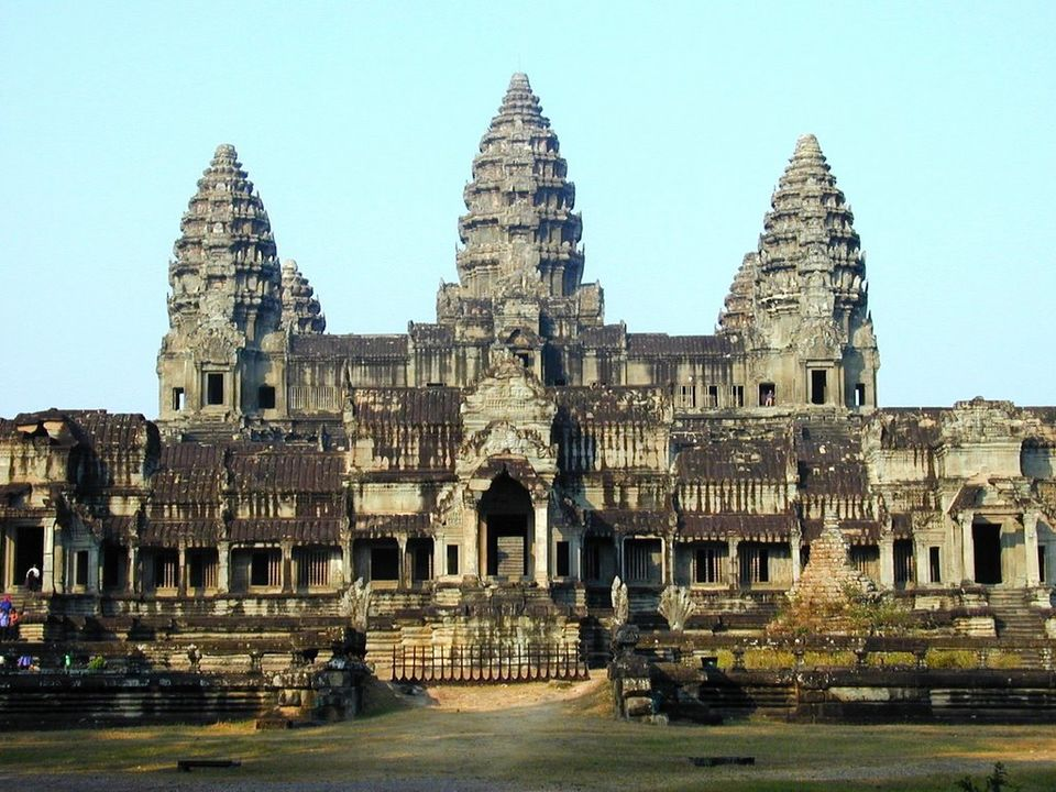 Photos of Angkor Wat Temple Complex 1/7 by Theam Vuthy