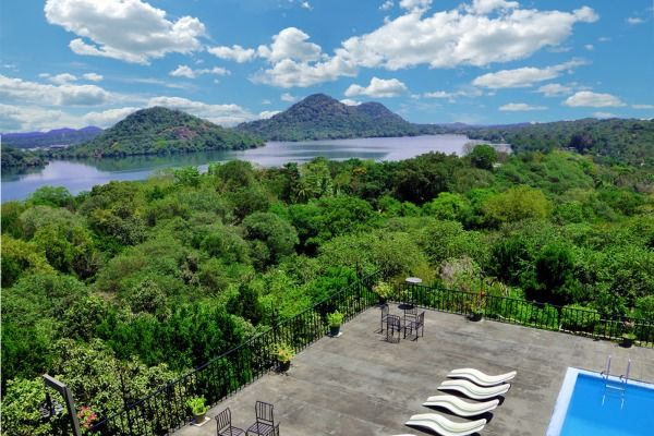 A Week in Paradise: Sri Lanka Guided Tour