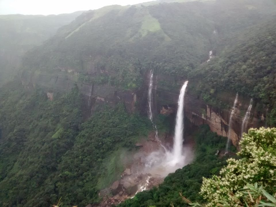 Photos of Nohkalikai Falls 1/1 by Eldho Elias