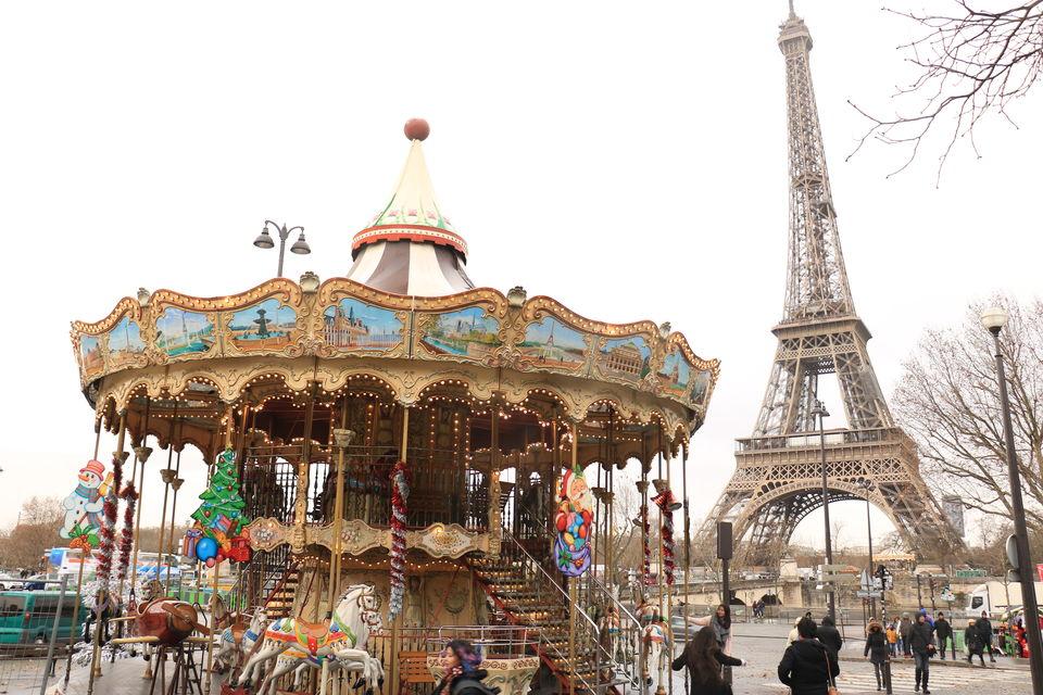 Photo of Eiffel Tower, Avenue Anatole France, Paris, France by Sagarika Mohanty