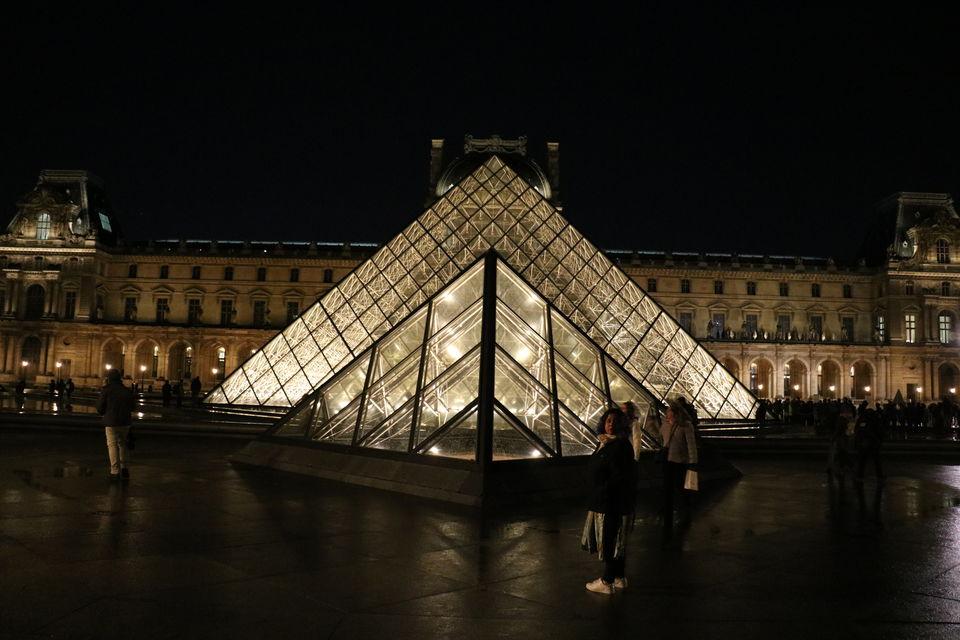 Photo of Louvre Museum, Rue de Rivoli, Paris, France by Sagarika Mohanty