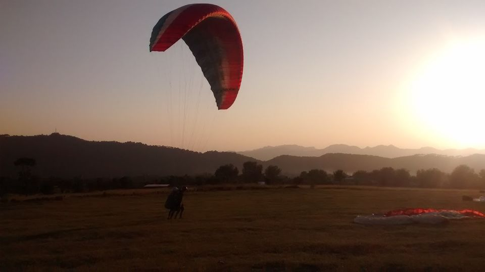Photos of Paragliding in the Himalayas 1/3 by Anshumaan Goel