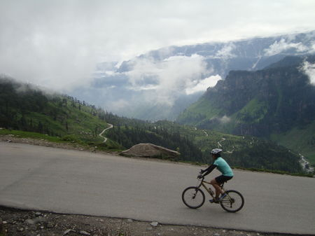 Cycling trip to Khardung La