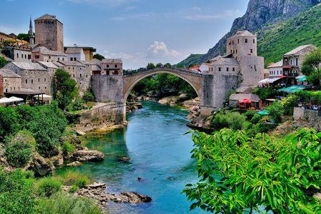 Nero in Bosnia: Walking in Mostar