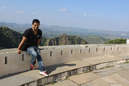 Travelling alone from Pink City to City of Lakes