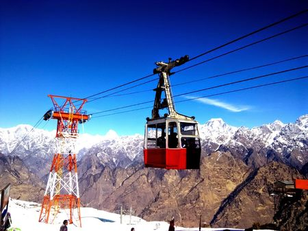 An Amazing Snow Experience At Auli, Uttrakhand