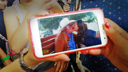 kissing the most famous mexican folk singer
