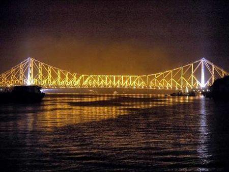 The Rabindra Setu (Howrah Bridge).