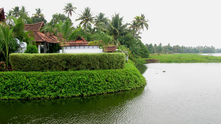 Explore the luxurious Kumarakom Lake Resort