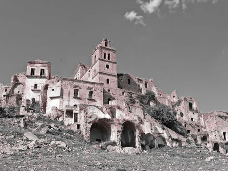 Craco, Italy – An Abandoned Ghost Town with a Tragic Past