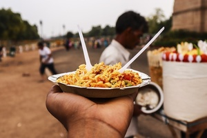 What is the best place to eat street food in Mumbai?