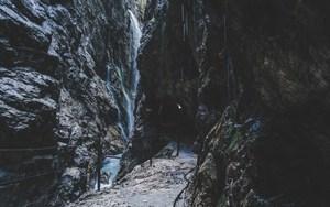 Bergauf zum Höllentalklamm - Solonomade