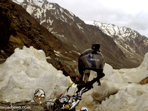 A Tale of two mountain passes - Mountain biking from Rohtang to Baralacha La,Himachal