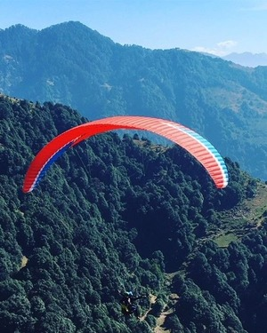 Touching clouds / Paragliding