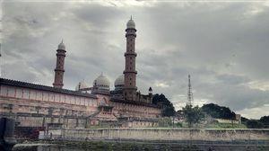 Taj ul Masajid 1/2 by Tripoto