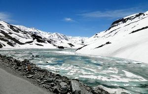 15 High-Altitude Lakes In India That Transform Into a Frozen Spectacle During Winters