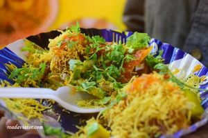Mumbai: Glimpse Of Shrine Divine And Street Food