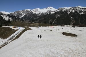 Betaab Valley 1/undefined by Tripoto