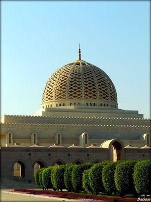 Sultan Qaboos Grand Mosque 1/7 by Tripoto