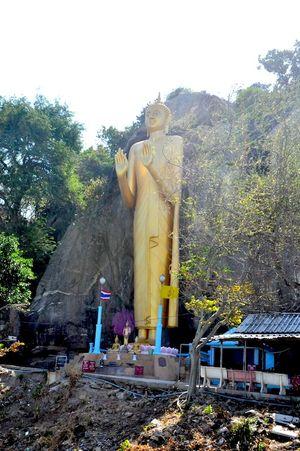 Wat Khao Takiap Nong Kae Prachuap Khiri Khan Thailand 1/undefined by Tripoto