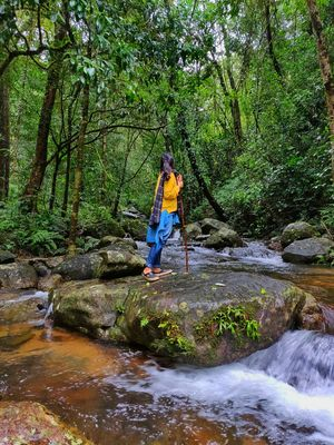 Streamhiking from 900 Kandi