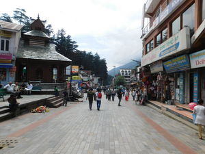 Manali Mall Road Market