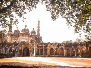 See 100+ years Old Monuments and some fantastic  symmetries of lucknow parks through my puctures.