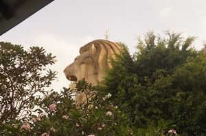 Watch the Sentosa Merlion change colours