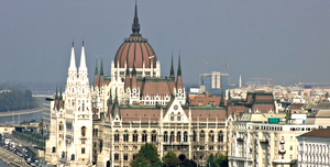 Hungarian Parliament Building 1/5 by Tripoto