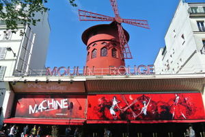 Moulin Rouge 1/5 by Tripoto