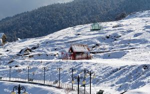 This hamlet in West Bengal is a perfect getaway to experience the most gorgeous snowfall ever!